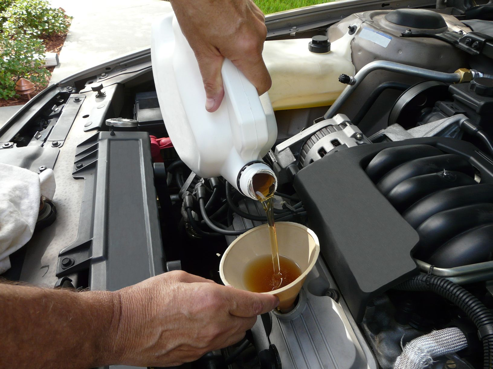 Lubricating Service - Automotive