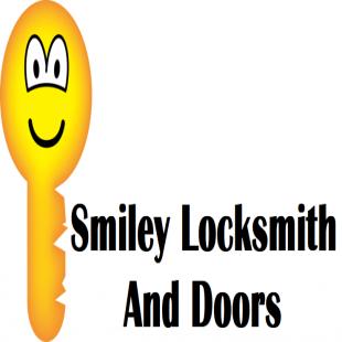 smiley-locksmith-and-door
